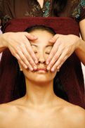 Ayurvedic-Indian-head-massage-champi-face-sequence