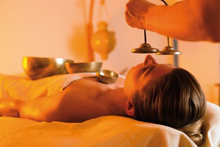 Tibetan-singing-bowls-massage-session
