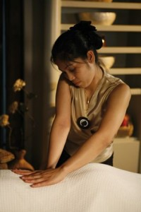 Tibetan-massage-therapist-massage-around-the-world