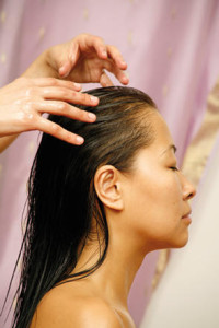 indian-head-massage-champi-shiny-hair