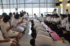 mahidol-ceremony-student-offerings-to-teachers