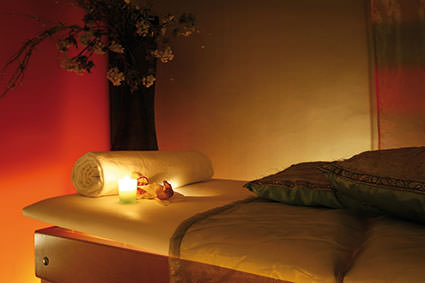 tibetan-kunye-massage-table-candle-lights
